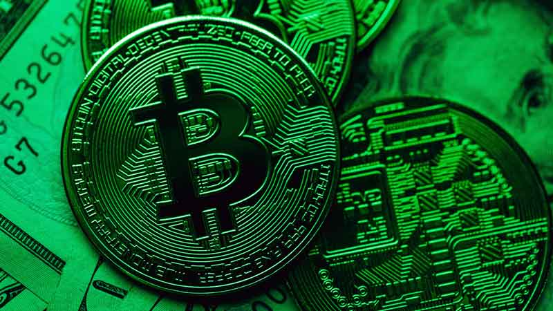 Bitcoin buzz lures hedge funds